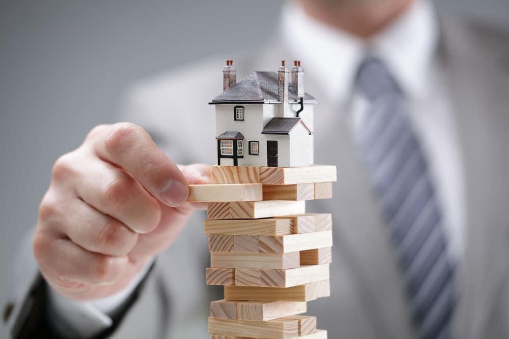 Maison sur pile de bois