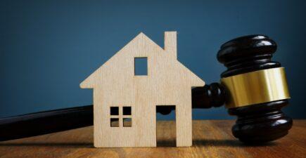 Acheter un bien litigieux peut être une bonne affaire à condition de rester prudent.